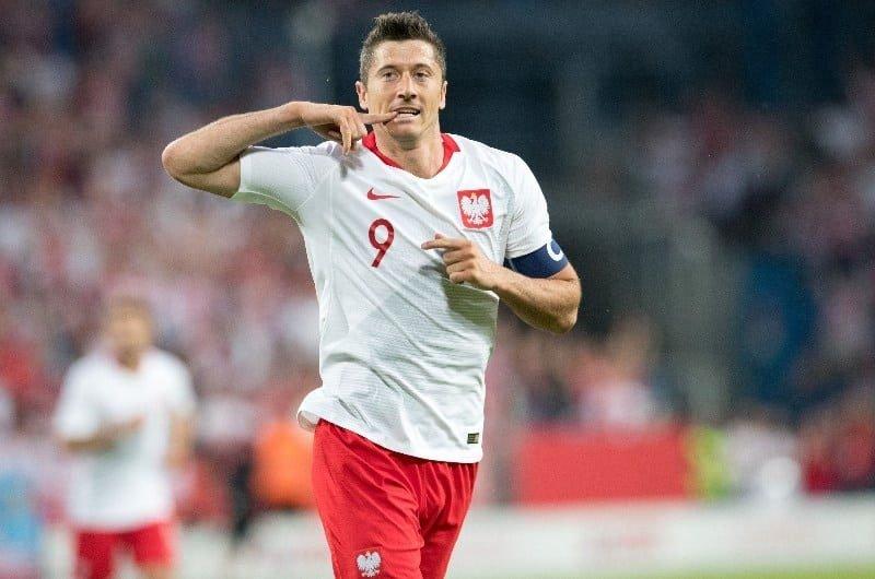 Legalni bukmacherzy typują wynik i strzelców pierwszego meczu Polaków!